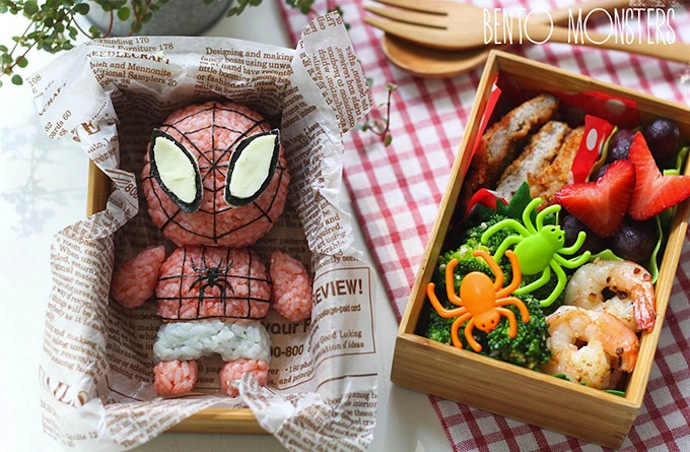 Spidermandans une lunchbox à part avec des légumes en forme d'araignées !