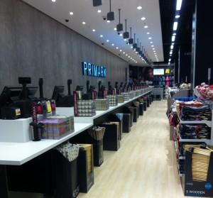 Les caisses sont prêtes pour accueillir la foule de fashionista