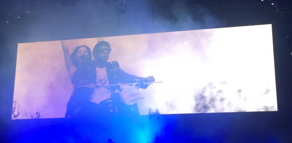 Des vidéos sont venus accompagner les chansons des deux chanteurs