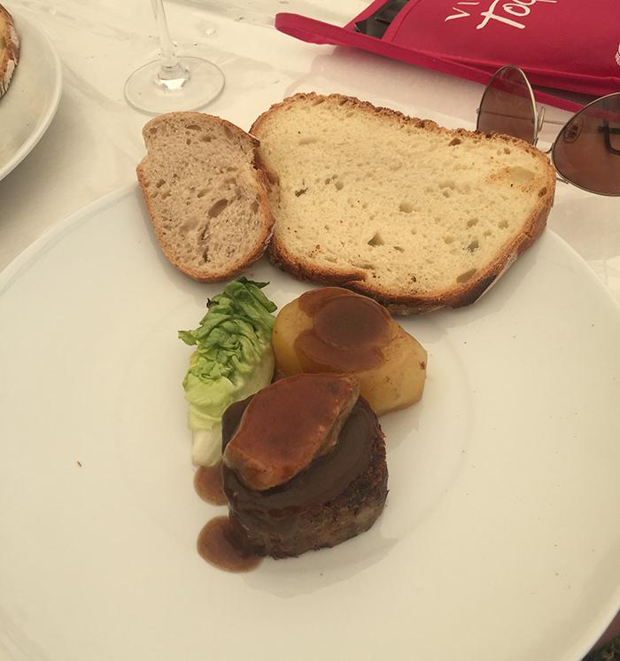 plat chaud viande : fondant de paleron de boeuf façon rossini pommes de terre des sables bio à la boulangère