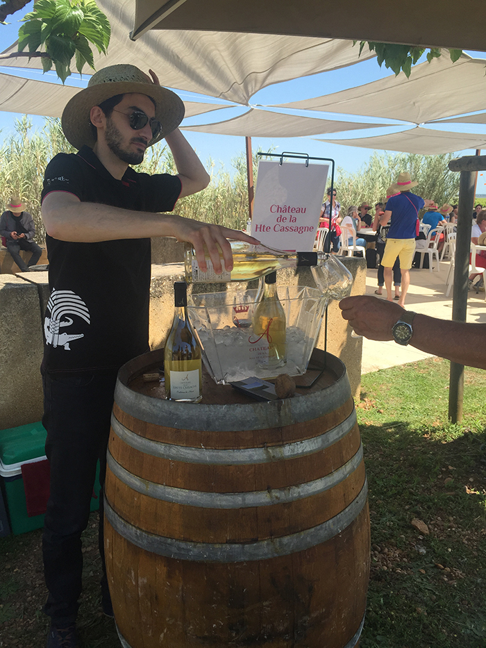 Les vignerons ont accompagnés les promeneurs tout au long de la balade en leur présentant leur vin, disponible en fin de parcours au prix caveau