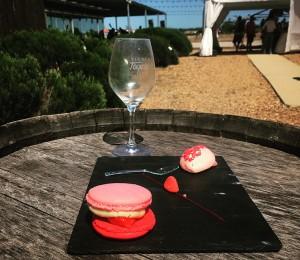 dessert : macaron fraise Gariguette et crémeux citron vert crème glacée fraise Tagada