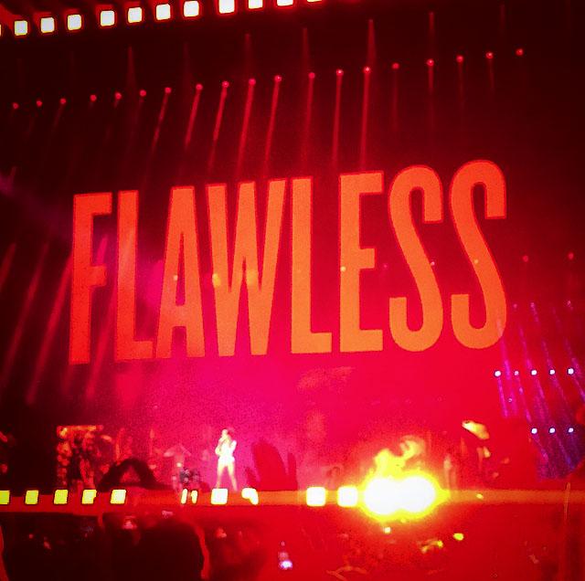 Beyoncé interprète Flawless