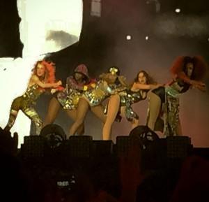 Beyoncé et ses danseuses sur Flawless