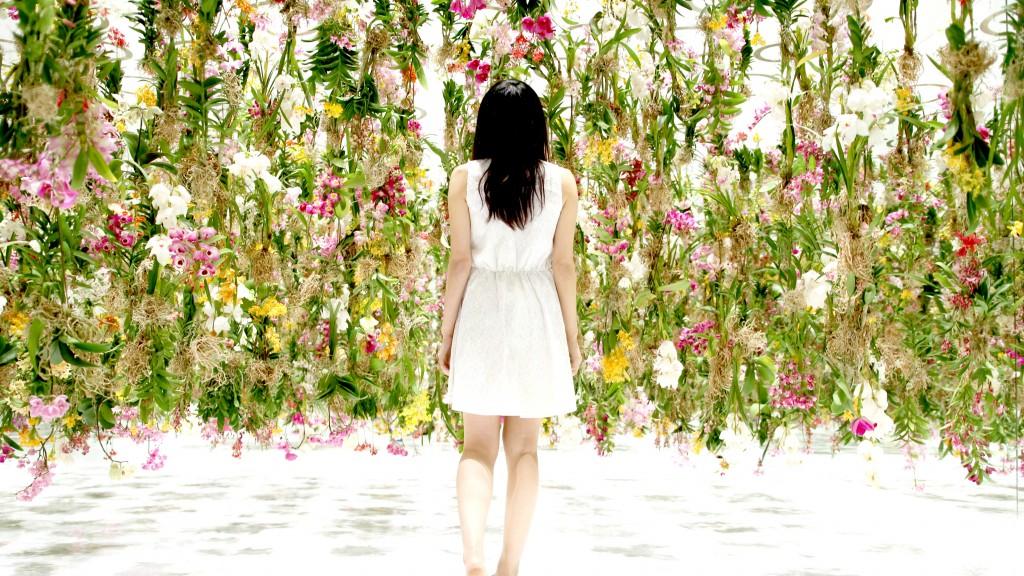 Au Japon, Team Lab a mis en place une exposition fleurie