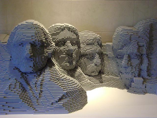 Le mont rushmore fait parti des oeuvres d'art construites à partir de lego par nathan sawaya