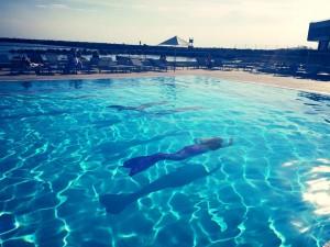 Sirènes by Perle Events cous accueille à l'Hôtel Pullman de Marseille dans une piscine mi eau douce mi salée