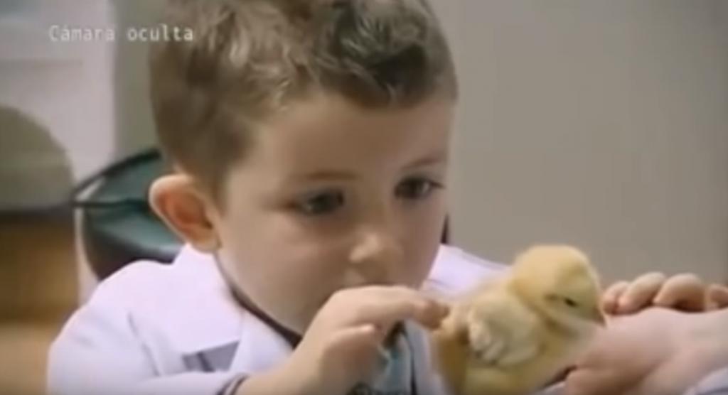 une vidéo mignonne à souhait qui montre la naïveté des enfants