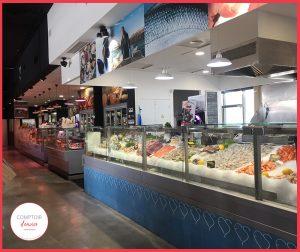 L'étal du poissonnier à Fou de Sud et son large choix pour manger sur place ou à emporter