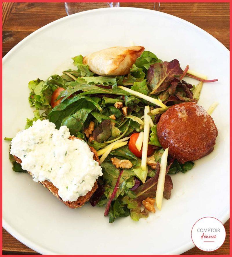 Au menu : des salades repas, du poisson, de la viande, des woks & noodle et même un menu enfant