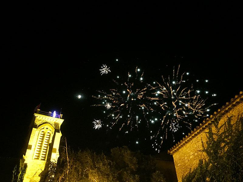 Pour la Saint Sixte, fête du village, les mercredis du terroir accueillent un orchestre et un feu d'artifice est tiré