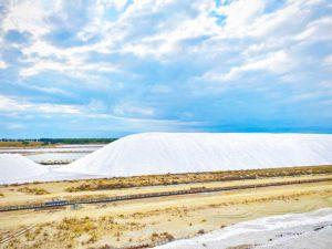 camelle de sel et récolte de l'année du salin d'aigues mortes